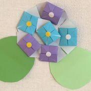 紫陽花折り紙、丸シール、色画用紙