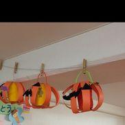 3、4歳児→ハロウィンバッグ紙コップ絵の具塗り直線切り両面テープで貼り付け各パーツのり付け