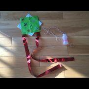 [手作り凧]・4歳児・折り紙2枚、ヤクルト、たこ糸、キラキラテープ、クレヨン