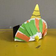 〈鬼のお面〉・年少・画用紙(赤、青、黄緑、オレンジ)、紙皿、金の工作用紙、お花紙、マッキーペン・ハサミ、のり、クレヨン