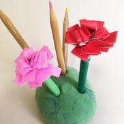 カーネーションのペン立て〜お母さんへの想いや気持ちを込めて楽しむ製作遊び〜