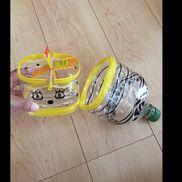 【ペットボトル 水車】水遊びだけでなく砂遊びにも1.5リットル ペットボトル牛乳パック竹串ストロービニールテープカッター ハサミ油性ペン シール などなど底に穴を開けると水がたまらないでも穴を開けずにおくと2つの入れ物に水を戻したりまたかけたりと繰り返し遊べて節水にもw