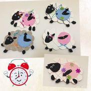 時の記念日 ひつじの時計 台紙に毛糸をまきつける 画用紙、割りピン、毛糸、リボン、スパンコール