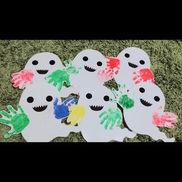 ハロウィン制作『手形おばけ』・0歳児・おばけの手が子ども達のおててになってるよ*