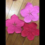 【梅の花製作】4歳児切り絵をして、絵の具で色をつける