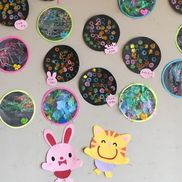 夏 花火1歳児 短く切ったタフロープを両面テープを貼った紙にのせる2歳児 クレヨンではじき絵3歳児 スタンプ遊び
