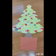 12月の壁面 ◎クリスマスツリー子ども・絵の具で色塗り ( サンタブーツ )・スタンピング ( プレゼント )