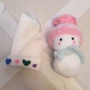靴下雪だるま。靴下にわたを詰めて作りました♪帽子は二種類♪輪ゴム数本と靴下と色付きフェルト生地です。