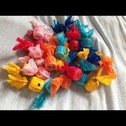 【金魚すくい】プール遊びで楽しめるように作ってみましたヾ(´︶`♡)ノ(材料)・カラーポリ袋・輪ゴム・ペットボトルのフタ・ビニールテープ・油性ペン