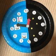 時の記念日時計製作【紙皿 2枚】【割りピン】紙皿を回すとお昼から夜に夜からお昼に変わる。