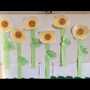 1歳児 手形(ひまわり)スタンプ(みどり・オレンジ) 黄色の絵の具画用紙 丸シール