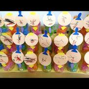 ひなまつり 0歳児絵を描く花紙をいれる