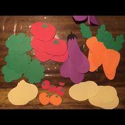 お料理作り子どもが切るのは短冊の画用紙だけど見立てられるように野菜をつくりましたパウチして繰り返しつかえそう