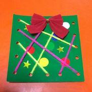 クリスマスのプレゼント・2歳児・保育実習の部分指導(午前)でしました。・緑色の画用紙にパンチで穴を開けておきます。・子どもたちには、シールを貼り、好きな色の毛糸を            好きな穴に通してセロハンテープで貼り、リボンを   つける、という活動をしてもらいました。・シールの貼り方や毛糸の通し方など、子どもたち1       人1人違い、また指先の発達にも気づくことが出来   ました!