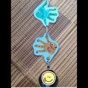 敬老の日プレゼント手形を魚の形でスタンプの所は子どもの写真です。つなぎ目はビーズをつけたストラップになっています!