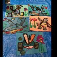 兜と菖蒲墨、コンテ、ポスターカラー兜の部位を学び、菖蒲の花を観察し描きました。