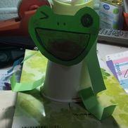 ぴょんぴょんかえる紙コップ2こ画用紙クレヨンセロテープ輪ゴム
