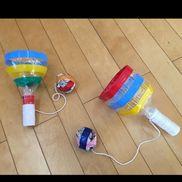 けん玉*昔遊び・ペットボトルを程よい大きさに切る・キャップを何個か繋げて持ちやすい長さにする・新聞紙を丸めてひもでペットボトルにつなげる