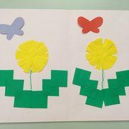 3月 制作1.2歳たんぽぽ茎はクレヨンでこどもが描くちょうちょは色々な色から選んだ