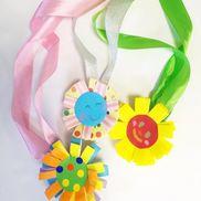 ペットボトルキャップのお花メダル〜プレゼントやお店屋さんごっこなど、楽しみ方色々の製作遊び〜