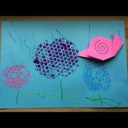 2歳児紫陽花の制作紫陽花はプチプチスタンプ茎・雨はクレヨン描き