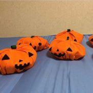 【ハロウィンコスプレ】0歳児フェルトで作ったかぼちゃの帽子です(*´꒳`*)子どもたちからも好評で喜んで被ってくれました( ˶ˆ꒳ˆ˵ )保護者からも大好評でハロウィン当日のお迎えは写真撮影会になっていましたよ!