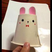 【ぴょんぴょんウサギ】準備するもの…☆紙コップ 2つ                       (1個は発車台になります)                     ☆輪ゴム  1つ                     ☆ペン 好きな色のもの                     ☆画用紙or折り紙 適量                     ☆はさみ、セロテープ、のりゴムの仕掛けでジャンプ。周りに折り紙やシールを貼ったりして楽しいです。ロケットやカエルなども可愛いです>_<✨