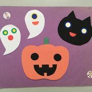 10月 制作1.2歳おばけ、ネコの目や口はシールハロウィンかぼちゃの目、口は何種類が形を変えてこどもが選んだ