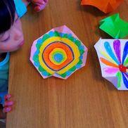 たった一枚の紙から生まれる「風コマ」〜遊び方のアレンジつき!幅広く楽しめる手作りおもちゃ〜