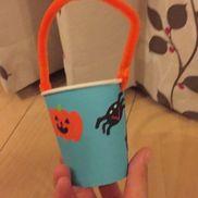 紙コップのお菓子入れ紙コップ、折り紙、モール