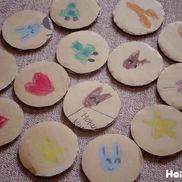 まんまる段ボールの絵合わせ遊び〜少ない材料で手軽に楽しめる手作りゲーム〜