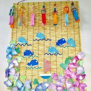 夏!クジラ折り紙、風鈴ペットボトル→3歳児朝顔コーヒーフィルターに絵の具で色染め→2.3歳児