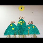 【9月壁面】・4歳児・歌「ポンポコたぬき」がテーマ・たぬき、すすき→子どもの作品・山は8月山の日のものをそのまま使用