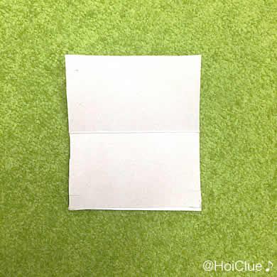 長方形に切った厚紙の写真
