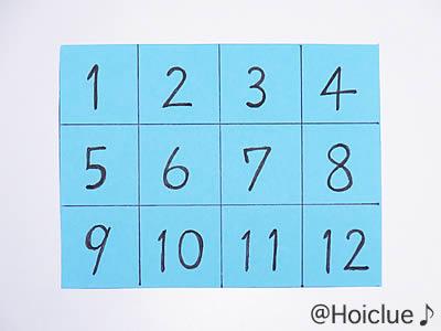 マス目の中に1から12までの数字を描いた画用紙の写真