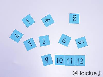 1から12までの数字をマス目で切り取った写真