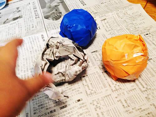 画用紙や折り紙を丸めた写真