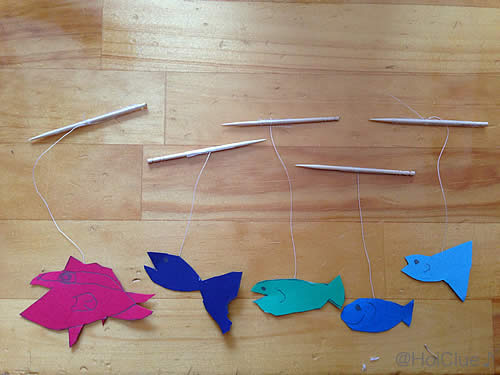 魚にたこ糸を結んで爪楊枝にくっつけた写真